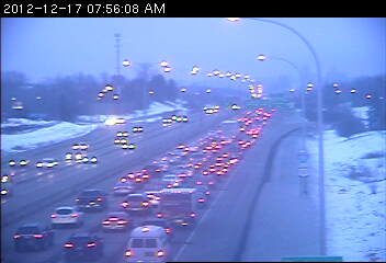 Traffic on 35E southbound at Roselawn Avenue