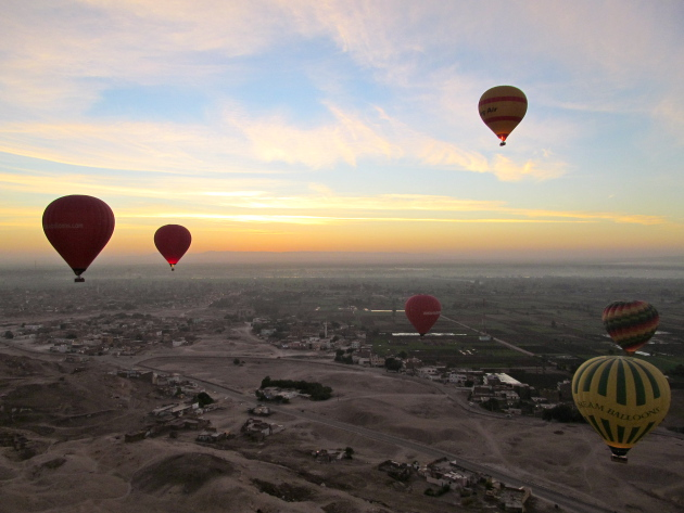 A big picture look at the Nile Valley, complete with hot air balloons!