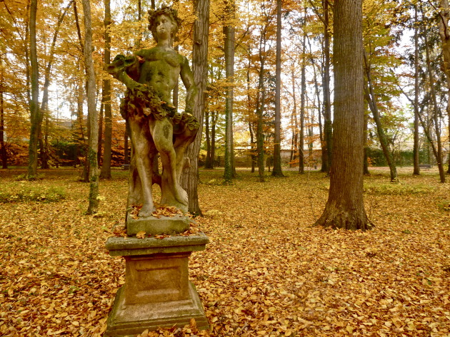 Statue in the middle of the park...autumnal beauty at it's finest.