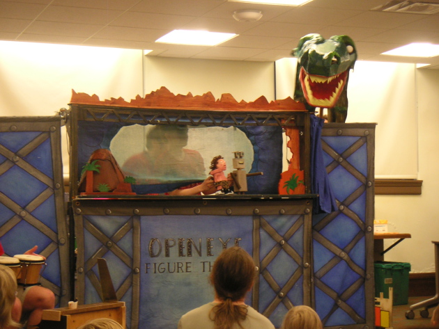 The Open Eye Figure Theater performs at the Franklin Library