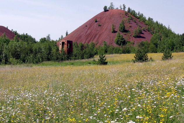 A mine dump on the far western Mesabi Iron Range between Coleraine and Grand Rapids. PHOTO: Scott Costello, Creative Commons license