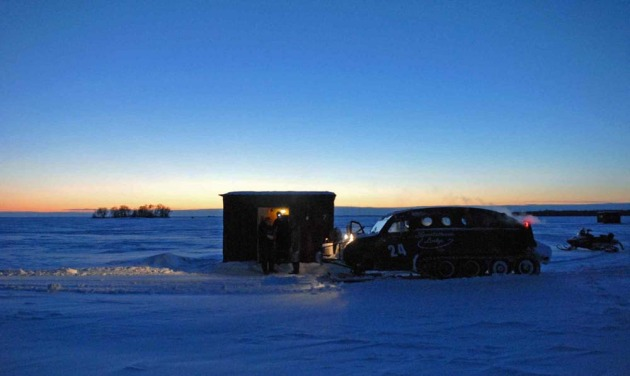 Lake of the woods ice fishing resorts warroad for Lake of the woods ice fishing