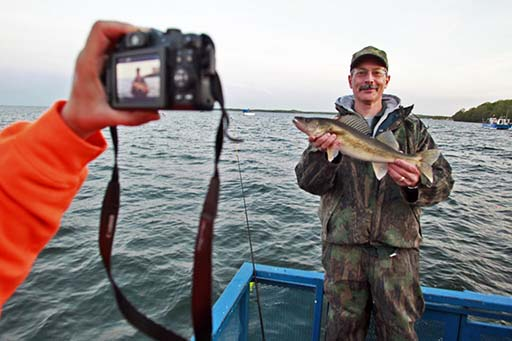 Dnr cuts mille lacs walleye limit to one for the first for Mille lacs lake fishing regulations