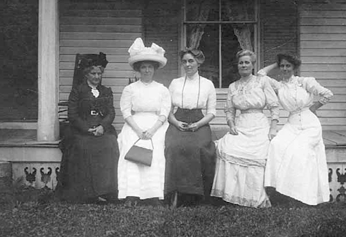 The shape of women in 1910: Myrtie Foster Basford, center, lived at 116 W. Grant St., Minneapolis, with her husband, a retired tinsmith. The identities of the other women here are not listed in the Minnesota Historical Society record for this photo.