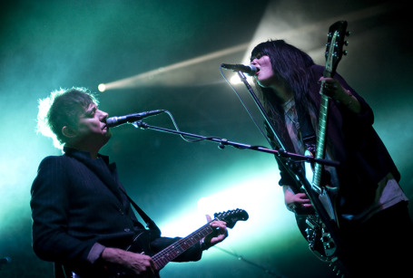Jamie Hince and Allison Mosshart were face-to-face again at Thursday's sold-out Kills concert. / Photos by Leslie Plesser