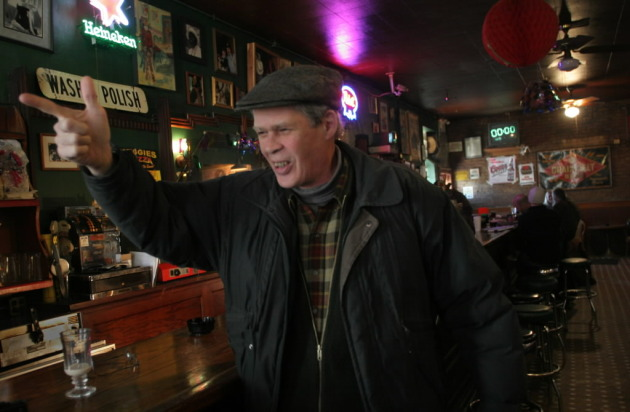 Spider John Koerner at Palmer's Bar in 2005, probably telling a story from the bar's storied past.  /Star Tribune file