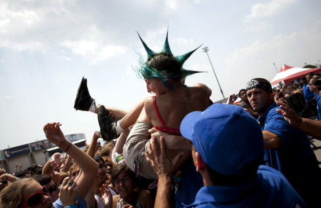 Crowd-surfing to Motion City Soundtrack at last year's Vans Warped Tour stop in Uniondale, N.Y. / AP photo by Brian Harkin