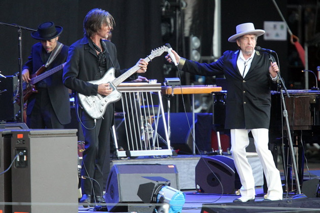 Bob Dylan has brought back guitarist Charlie Sexton into his band for the rest of the Americanarama dates. / AP Photo, David Vincent