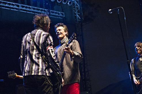 Tommy Stinson and Paul Westerberg faced off again in Chicago on Sunday for their second of three RiotFest gigs. / Photos by Leslie Plesser