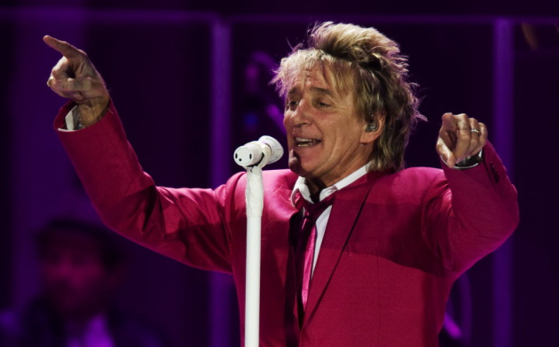 Rod Stewart was all pinked up at Target Center in 2009. / David Brewster, Star Tribune