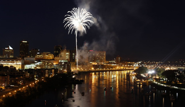 Fireworks blew over Harriet Island during the 2009 Taste of Minnesota. / Star Tribune file