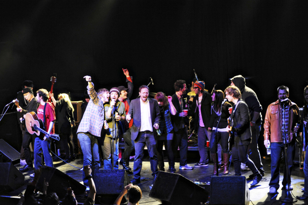 What a mess: The final big singalong during the 2010 Replacements tribute at First Avenue. / Leslie Plesser, Star Tribune