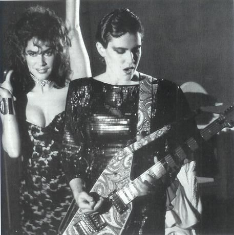 Susannah Melvoin, left, with twin sister Wendy Melvoin in the 'Girls & Boys' video.