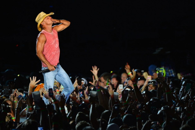 Kenny Chesney was full of love at his last Target Field concert in 2012. / Star Tribune file