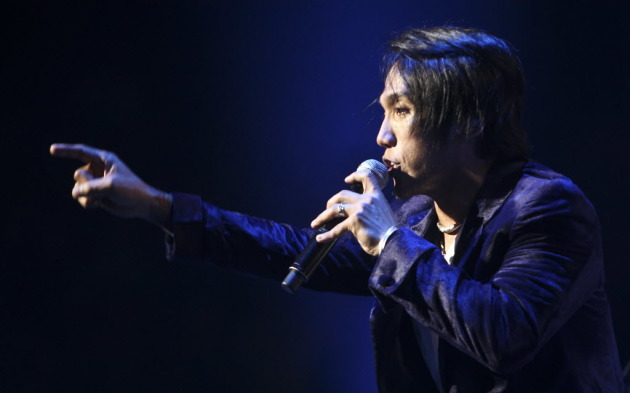 Journey's Arnel Pineda at Xcel Center in 2011. / Star Tribune file
