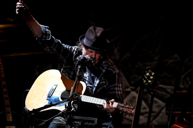Neil Young rolled up his flannel sleeves again Tuesday at the State Theatre. / Aaron Lavinsky, Star Tribune