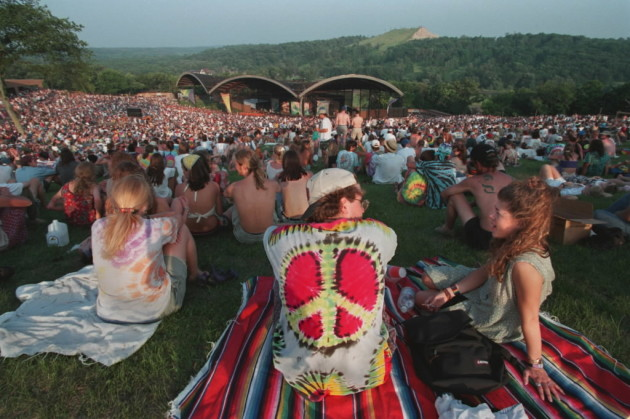 Midwest fans hit Alpine Valley Music Theatre in 1996 for the Further Festival. / Star Tribune file