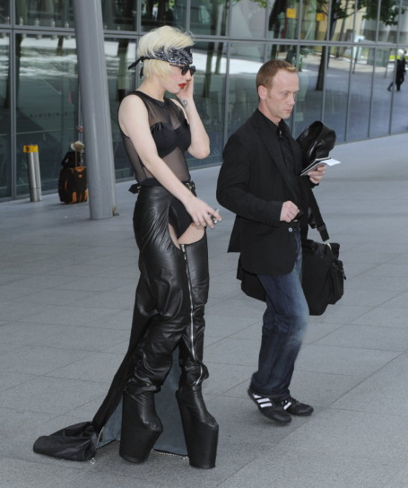 Here she is arriving at Heathrow two days earlier.
