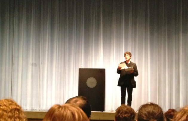 Gaiman reads from his new unpublished book. Photo by Laurie Hertzel