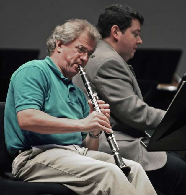 Osmo with his clarinet rehearsing with Andrew Litton a few years ago.