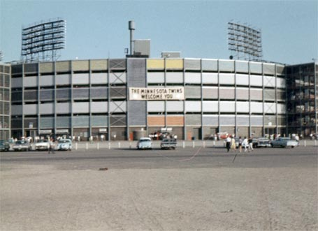 Metropolitan Stadium - Wikipedia