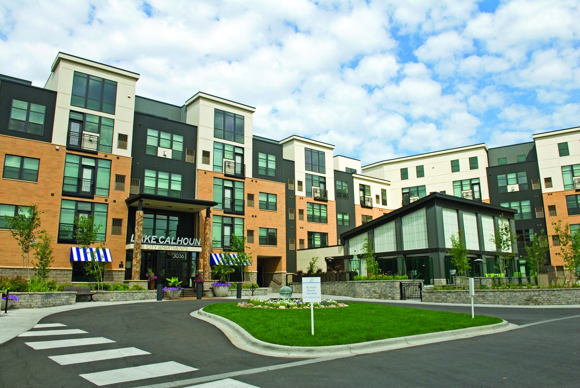 Apartment complex sold in Uptown - StarTribune.com