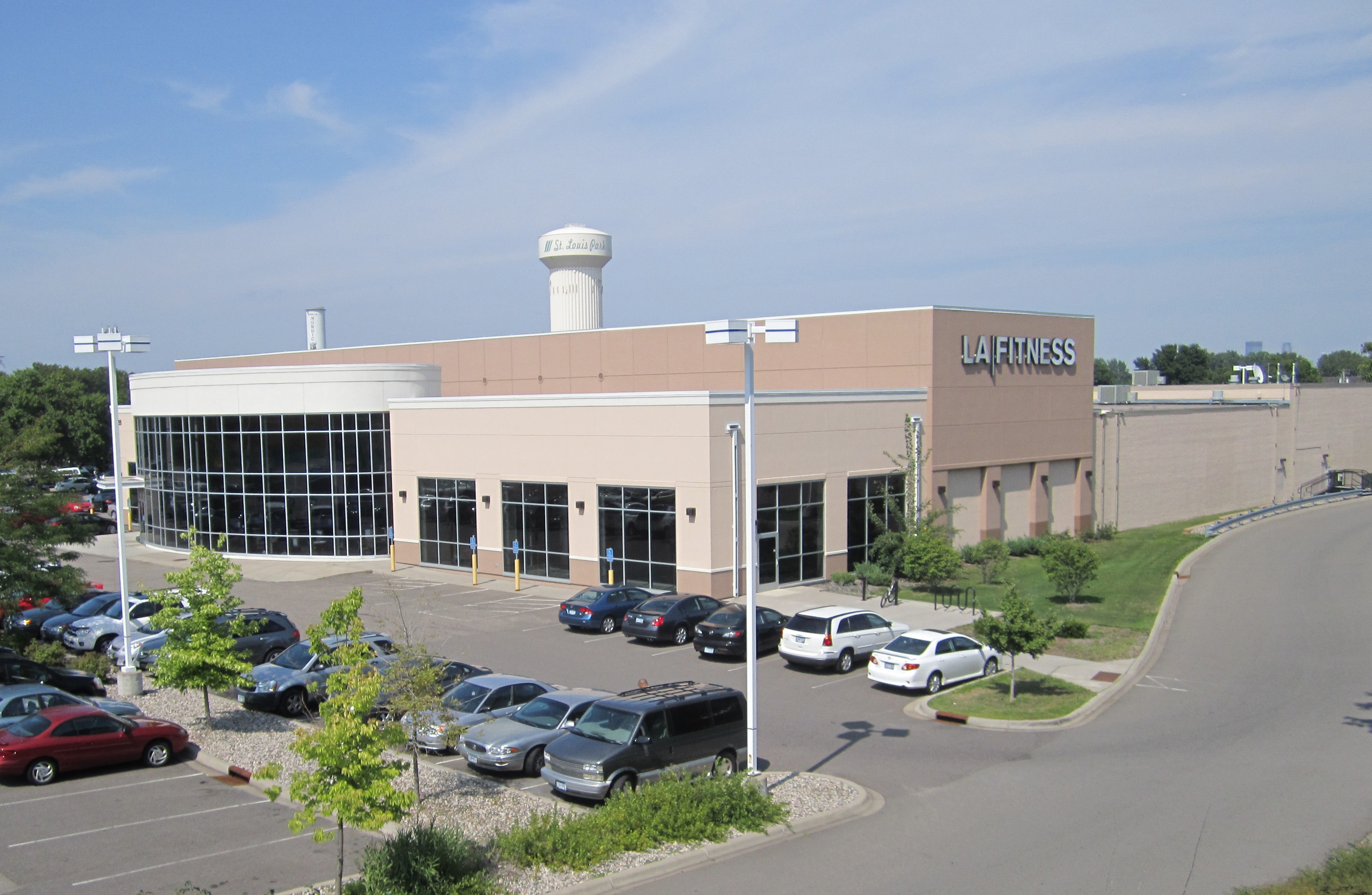 la fitness building in st louis park sold to florida firm