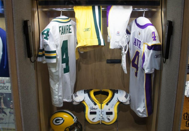 newest 32ce0 5c87b Brett Favre says he didn't know Vikings jersey would be in ...