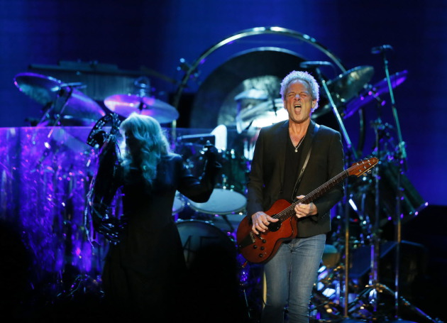 Lindsey Buckingham & Stevie Nicks/Star Tribune photo by Jerry Holt