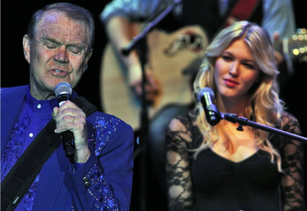 Glen Campbell and his daughter Ashley at Mystic Lake Casino in 2012/Star Tribune photo