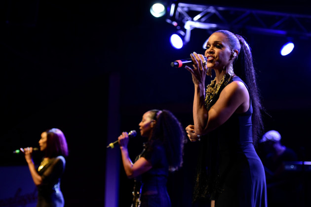 En Vogue's Cindy Herron, with Rhona Bennett (far left) and Terry Ellis/ Star Tribune photo by Aaron Lavinsky