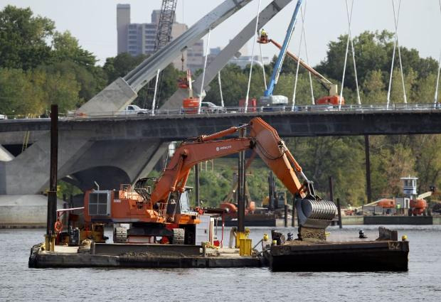 Dredging near the Lowry Avenue Bridge (photo by Carlos Gonzalez)