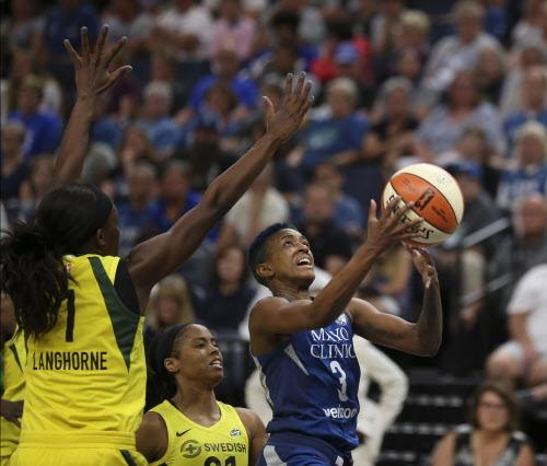 Lynx win regular season finale on