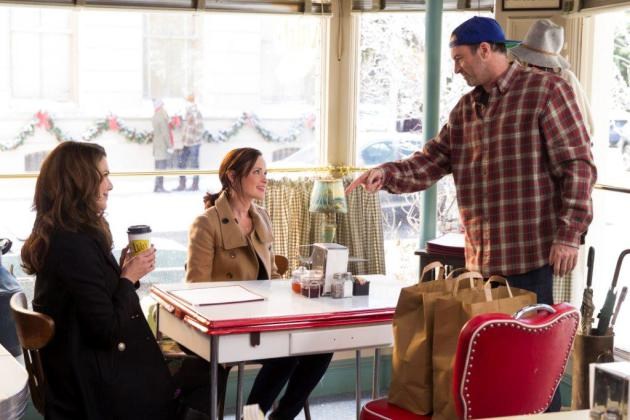 Lorelai (Lauren Graham) and Rory Gilmore (Alexis Bledel) with Luke (Scott Patterson) at Luke's Diner. Provided by Netflix.