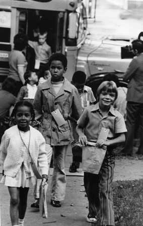 1971: Compulsory racial integration of the Minneapolis Public Schools begins. Children disembarked from the Hale-Field bus for the first day. (photo by Duane Braley)