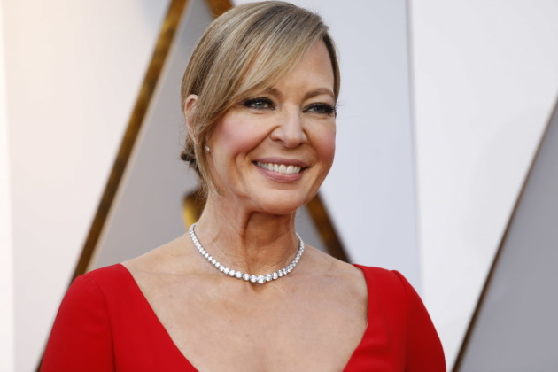 See how the Mom cast and crew celebrated Allison Janney's Oscar win