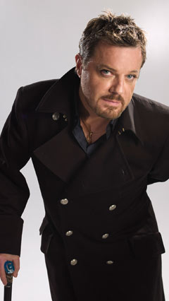 Eddie Izzard/source: EddieIzzard.com