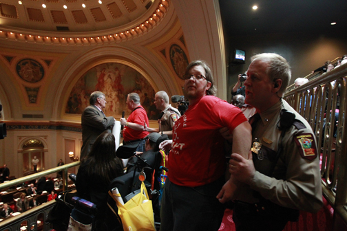 Capitol Security removes disability advocates from Senate gallery/Jerry Holt, Star Tribune