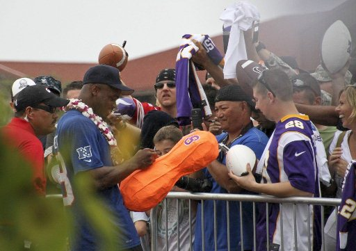 Adrian Peterson signs fan's orange peanut (Photo)