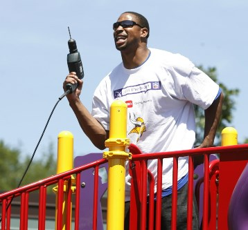 Fred Smoot at a Vikings playground building event