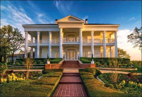 Where's Scarlett? This Antebellum mansion comes with its helicopter pad and butler. Cost: $8,500 per day.